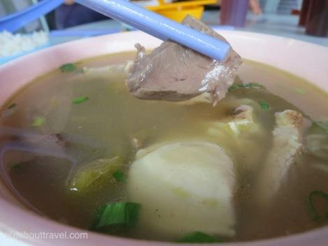 Pork Intestine Mix 猪杂 RM7 (With Rice 配有白饭)