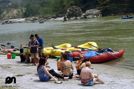 lunch break at trishuli river rafting trip