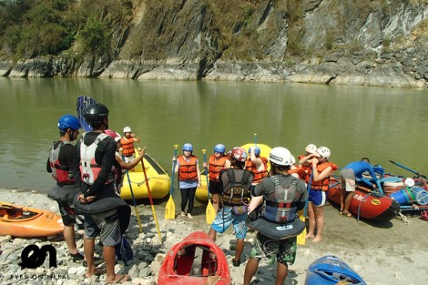 briefing before the trishuli river rafting
