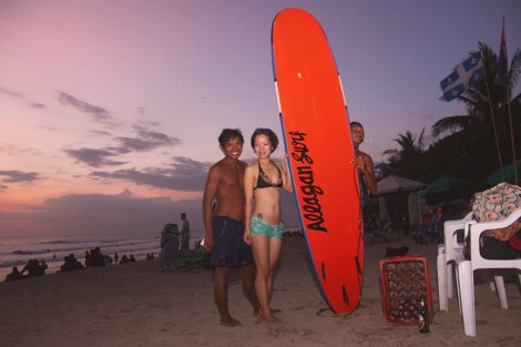 Taking a picture after the session of 1 hour with my surfing instructor. Thank you for the lesson, I can surf on my own next time. So happy.